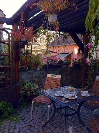 Fronius Residence: Outside our room there is a lovely courtyard to enjoy coffee or a drink; reminded us of Italy.