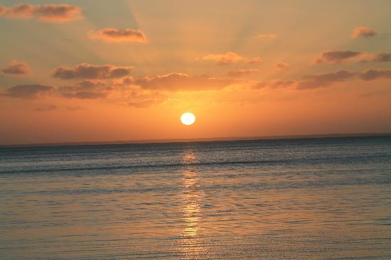 Anantara Bazaruto Island Resort: Sunset view from our beach
