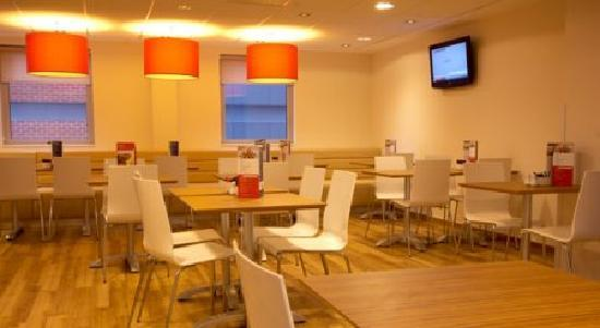 Travelodge Maidenhead Central Hotel: Bar Café