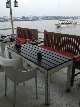 The Water Front: Good location