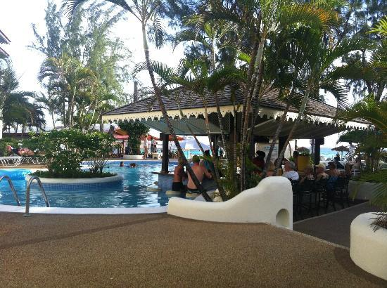 Bougainvillea Beach Resort: The fantastic pool bar