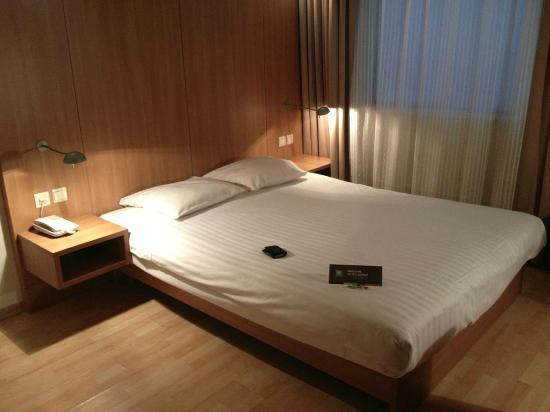 Hotel N°43 Styles Antwerpen City Center: Cama