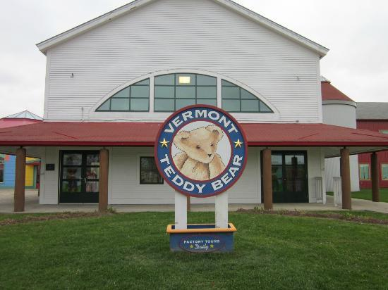 Vermont Teddy Bear Company: Front of the Gift Shop