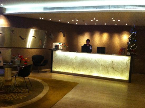 Wangz Hotel: The front desk, isn't it classy?