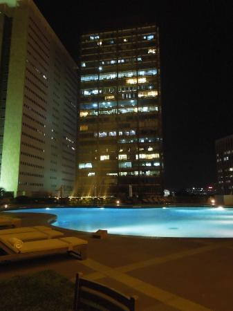 Trident, Nariman Point: Swimming pool at night