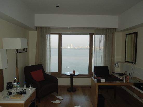 Trident, Nariman Point: The room and view from the window
