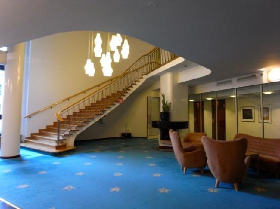 Original Sokos Hotel Vaakuna: 客室階エレベーターホール 廊下との間にドア有り