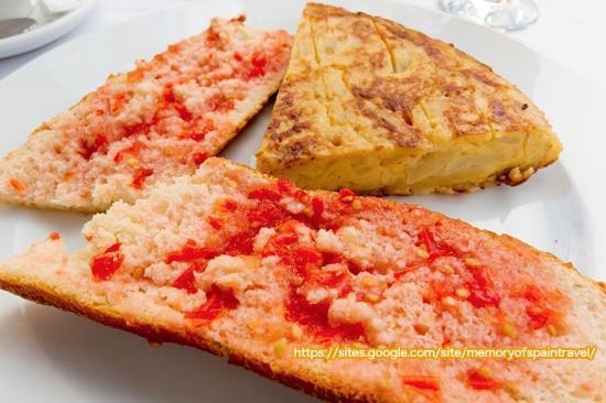 Restaurante Navarra: パン・コン・トマテとオムレツ(朝食)