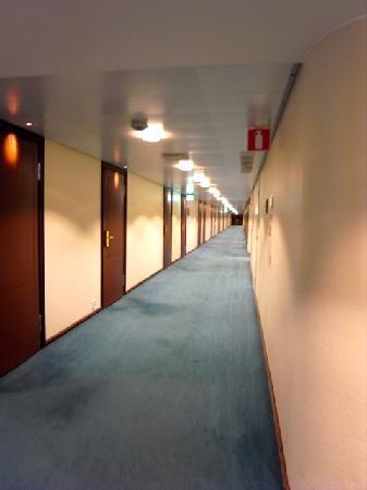 Original Sokos Hotel Vaakuna: 旧ソ連時代のホテルを彷彿とさせる客室階廊下