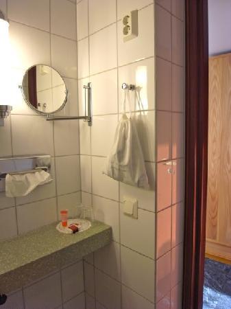 Original Sokos Hotel Vaakuna: 客室水回りアメニティーと備品