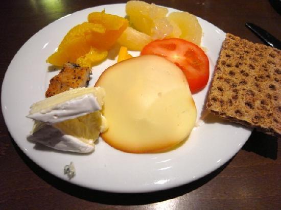 Original Sokos Hotel Vaakuna: カマンベールが美味しかった 朝食