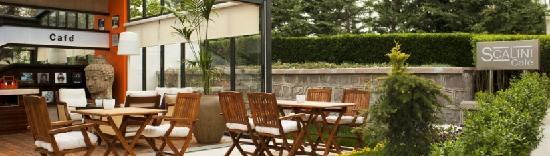 Lugal A Luxury Collection Hotel: Scalini Cafe is the little corner of heaven in the middle of the city.