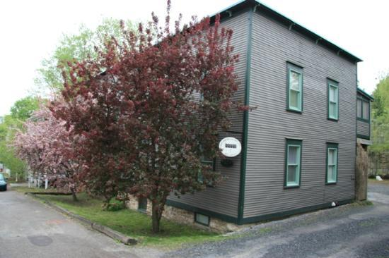 Dubuque Lane Guest House