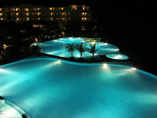 Iberostar Rose Hall Beach Hotel: View of the pool from our room at night