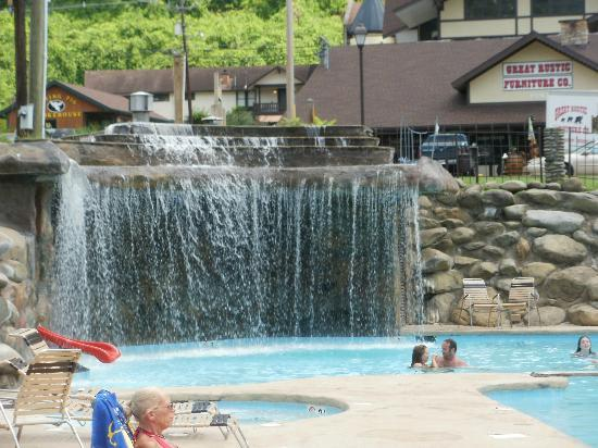 Brookside Resort: Main Pool 8' Waterfall