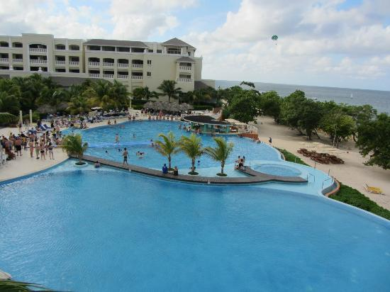Iberostar Rose Hall Beach Hotel: Pool area by day