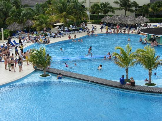 Iberostar Rose Hall Beach Hotel: Pool activities