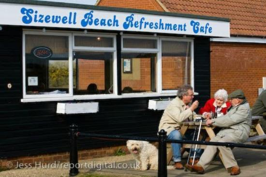 Sizewell Tea: Dogwalkers enjoying tea and cake