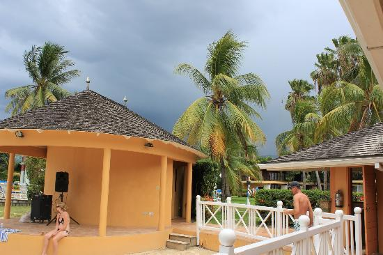‪‪Jewel Dunn's River Beach Resort & Spa‬: Storm a comin, gorgeous still