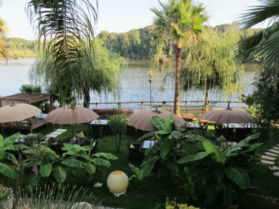 Сабаудия, Италия: Aperitivo sul lago