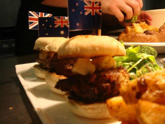Dunstable Arms: Trio of Burgers
