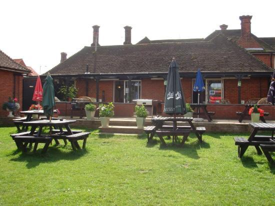 Dunstable Arms: Back Garden