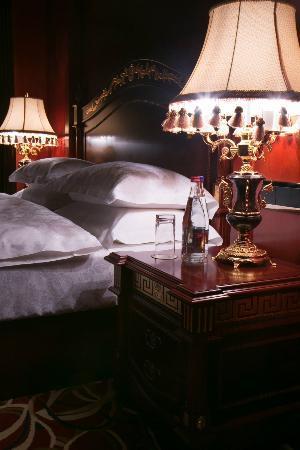 Golden Coast Hotel : room