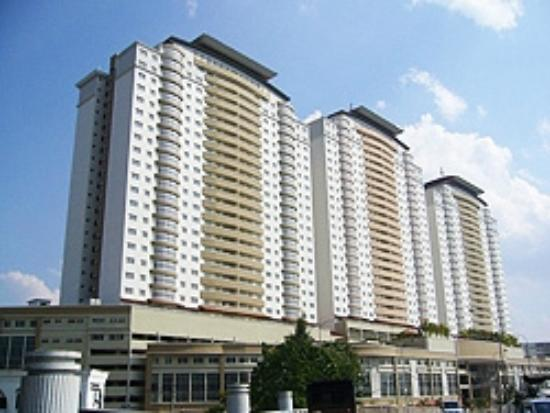 Duta Hotel & Residence: The Building