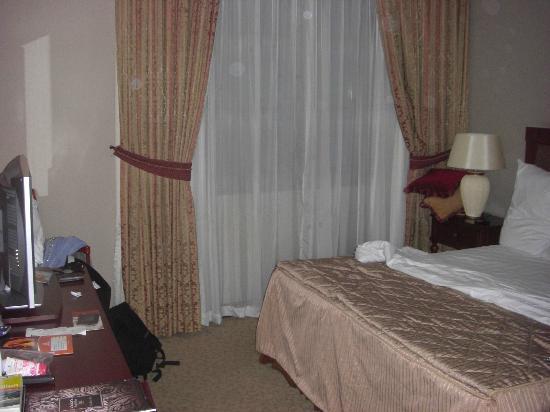 Royal Ascot Hotel: Zimmer