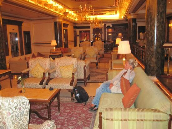 Royal Ascot Hotel: Lobby