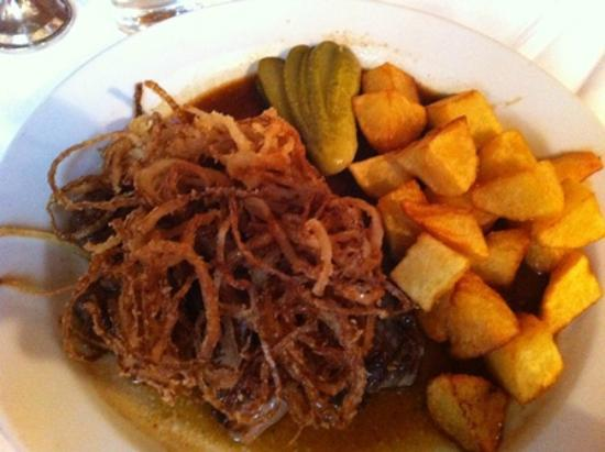 Zum Reznicek: Zwiebel something... onions, beef and potatoes