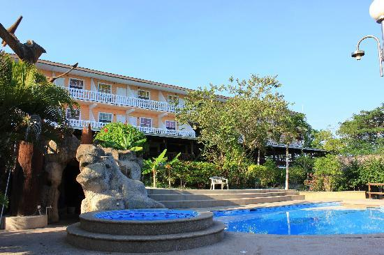 Cahal Pech Village Resort: The View from Lower Pool