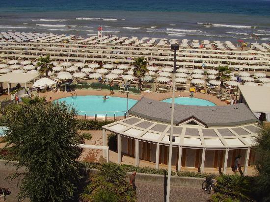 Vista dalla camera del bagno convenzionato (il 108) - Foto di Hotel ...