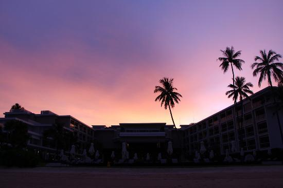 Phuket Panwa Beachfront Resort: Sunset