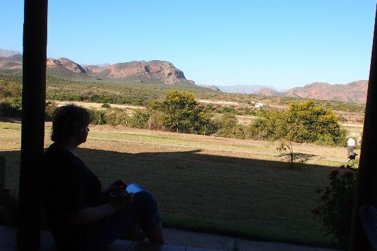 Thabile Lodge: Blick von der Appartment Veranda auf die Berge
