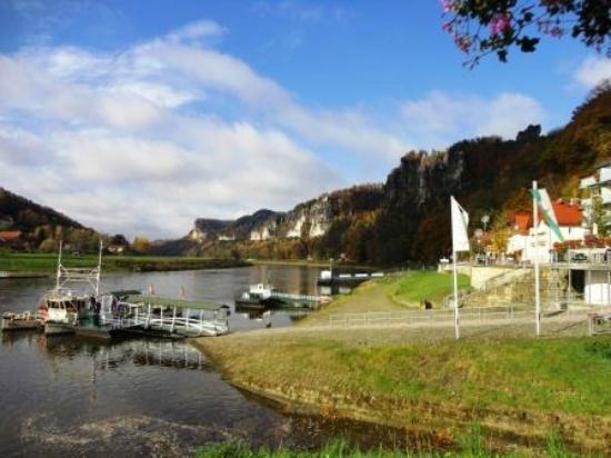 Hotel Elbschlösschen: Blick auf die Fähre