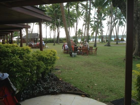 Shangri-La's Fijian Resort & Spa: just like an Aussie caravan park. oldies getting pissed to late.
