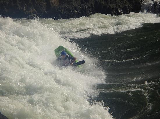 Kayak The Zambezi Day Trips: surfing 12b