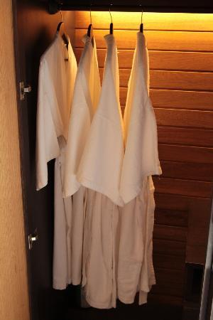 Hotel de la Paix: Indoor & outdoor robes