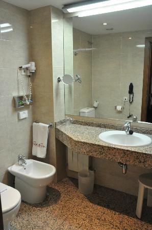 Mercure Madrid Centro: banheiro