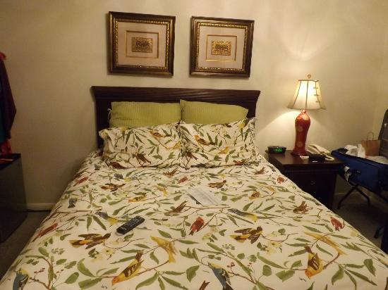 Rainbow Courts: the wonderful bed and bed spread