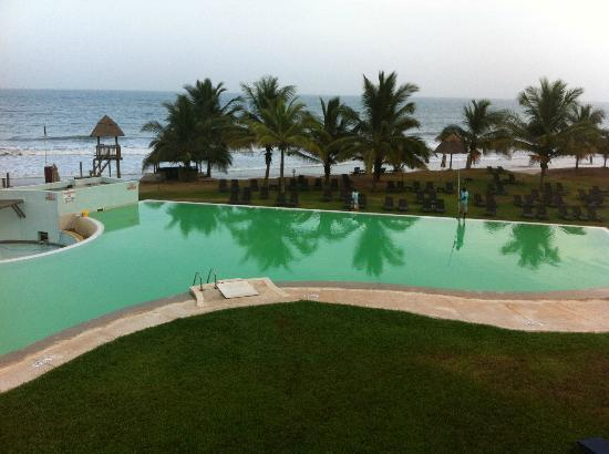 Gambia Coral Beach Hotel & Spa: Pool as it went green