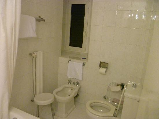 Quirinale Hotel : bathroom