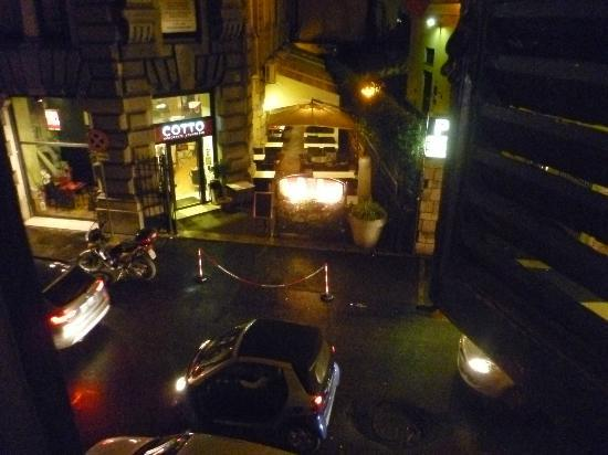 Quirinale Hotel: View from single room-Via nazionale