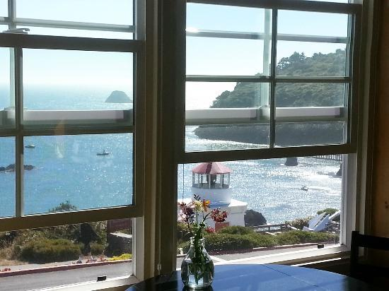 Trinidad Bay Bed & Breakfast Hotel: View from breakfest area