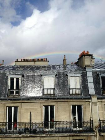 Hotel Etoile Saint-Ferdinand: View from the window...the rainbow was not Photoshopped. ;)