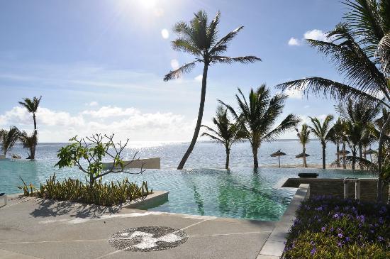 Long Beach Golf & Spa Resort: piscine a debordement
