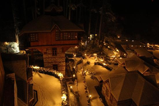The Himalayan Village: Snow all over