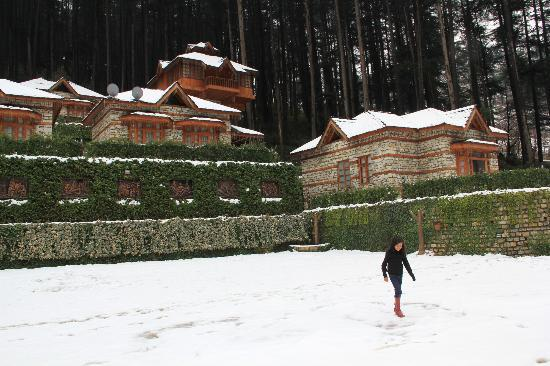 Kasol, Inde : First snowfall of the season