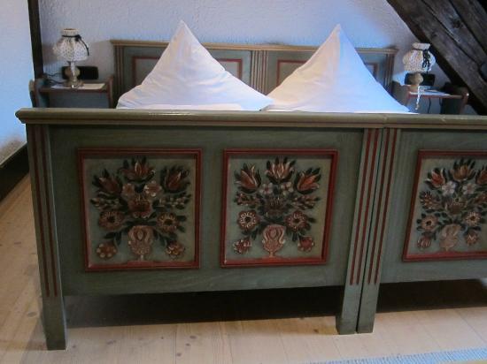Landgasthof Hirschen Birndorf: Decorative painting on bed frame